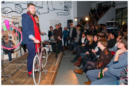 Roberto modelt den Skandinavien Look in einem Outfit vom Hamburger YEAHBOY DEPARTMENT